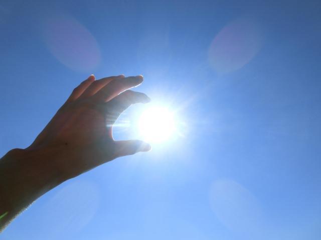 目に入る紫外線で日焼けする